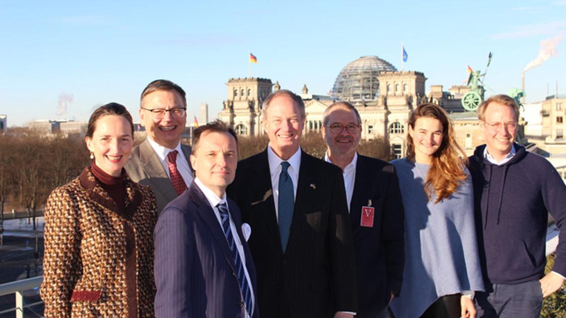 A photo of the GSB alumni with H.E., Ambassador John B. Emerson, Ambassador at the U.S. Embassy in Berlin