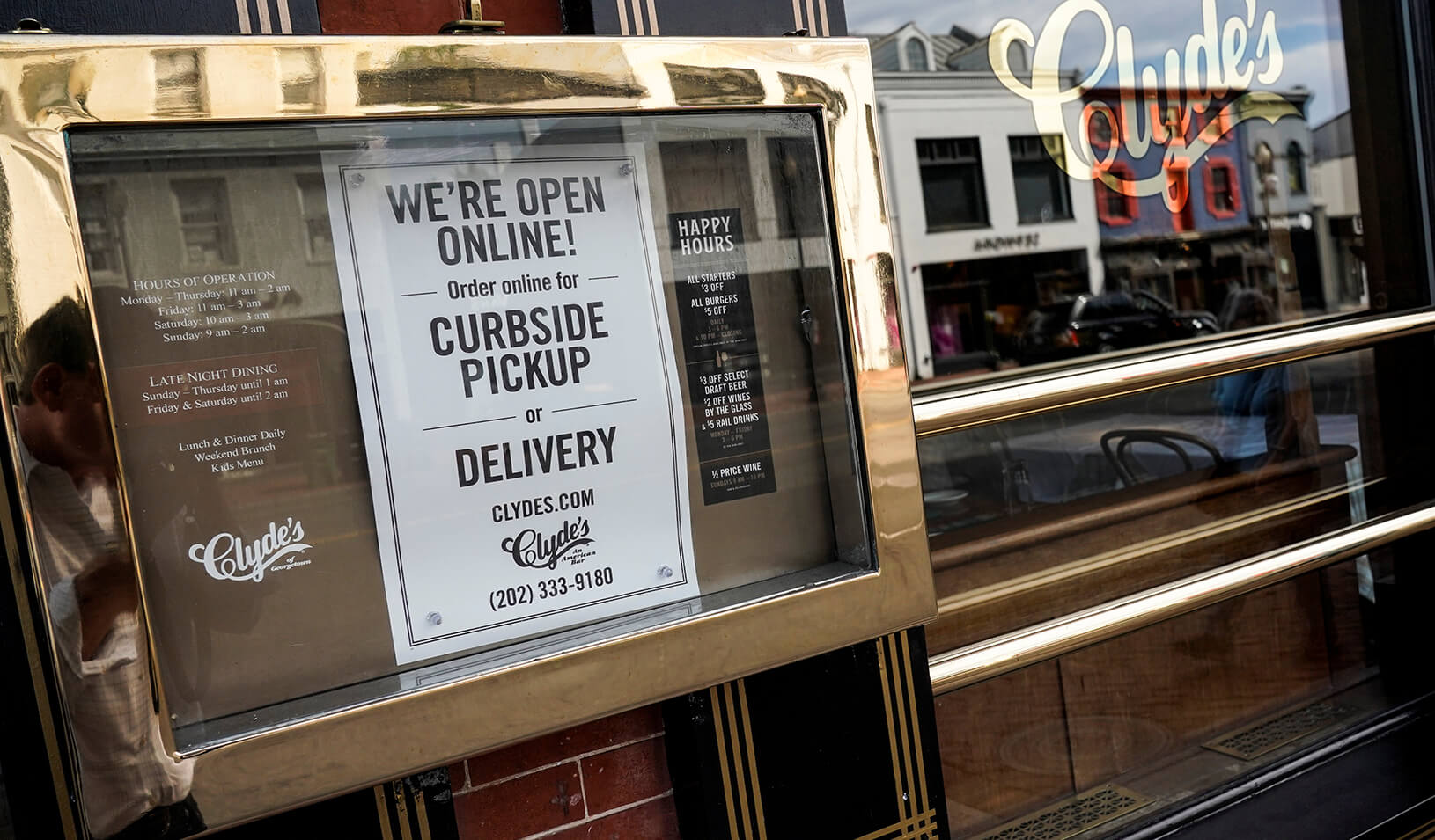 A restaurant offers curbside pickup service due to a global outbreak of COVID-19. Credit: Reuters/Joshua Roberts