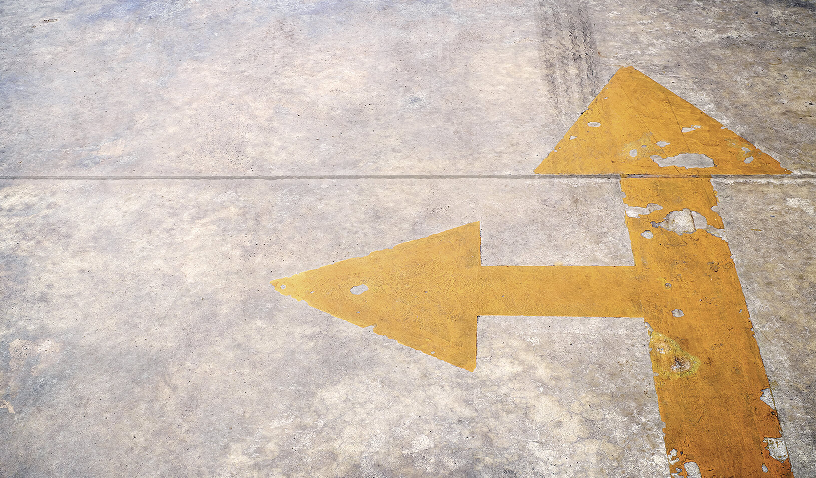 Two arrows pointing in different directions | iStock/wedninth