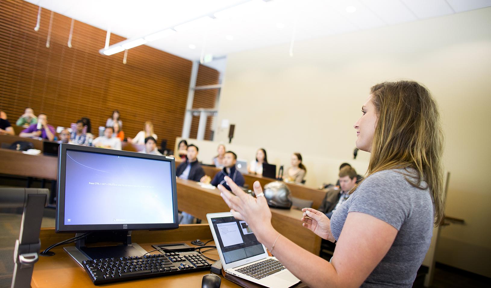 Stanford GSB student presenting in class | Elena Zhukova