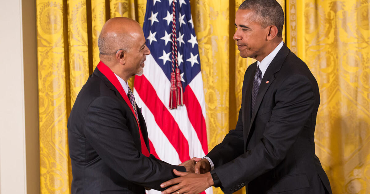 President Obama shaking hands with Abraham Verghese