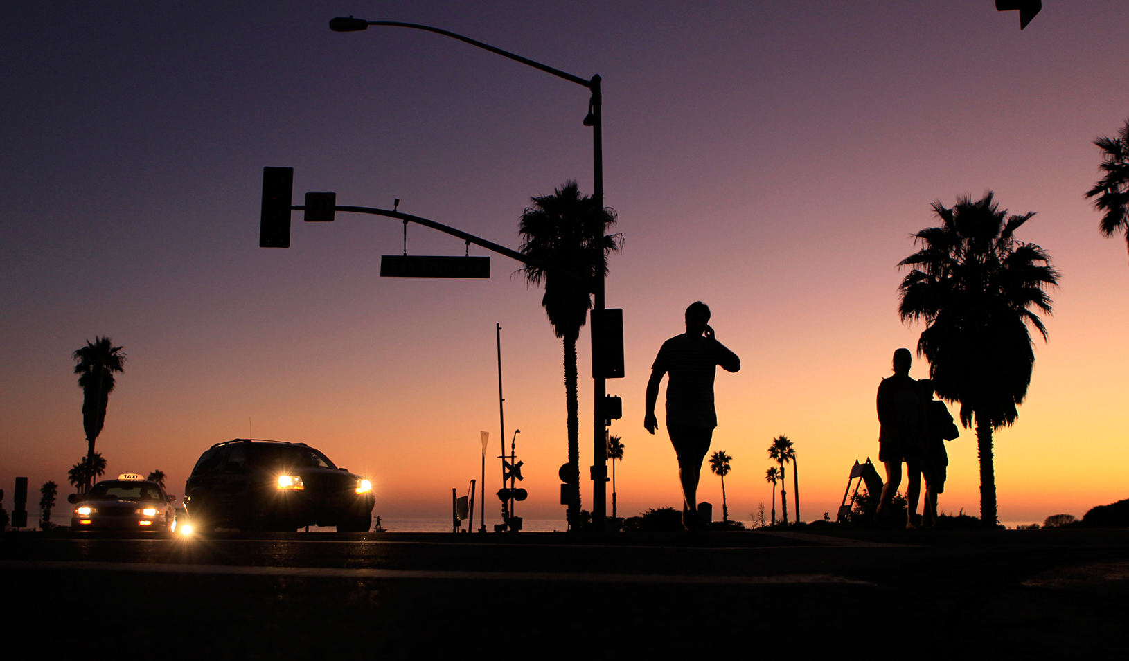 Street lights not working at early evening in California  | Reuters/Mike Blake