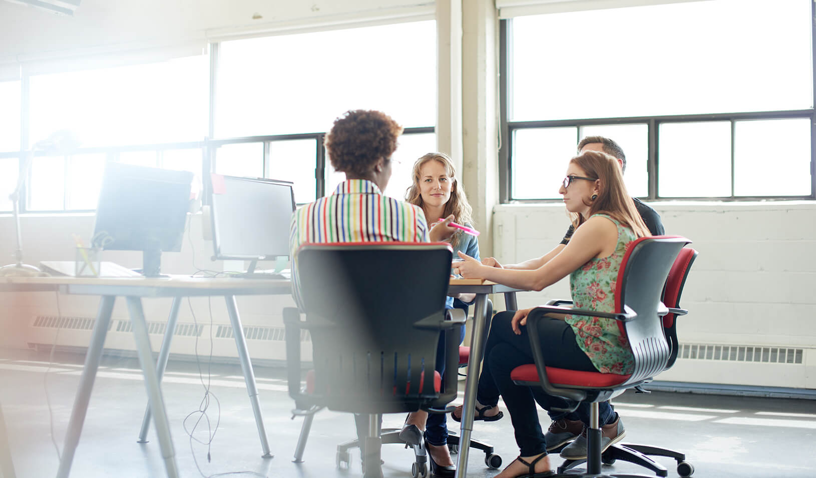 Women conducting a meeting | iStock/julief514